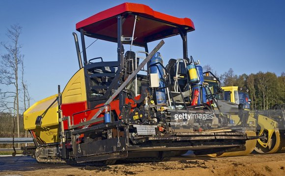 Asphalt paving machine in