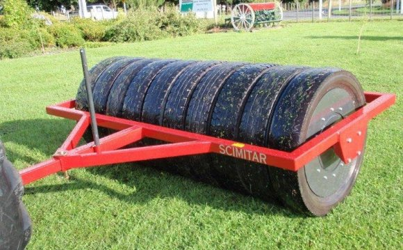 Scimitar Rubber Tyred Roller