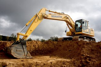Equipped with iMC, the PC210LCi-10 hydraulic excavator cuts manufacturing times by 63 %.