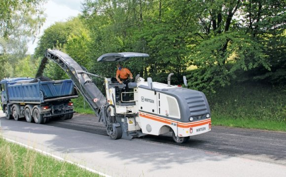 Road concrete milling machine