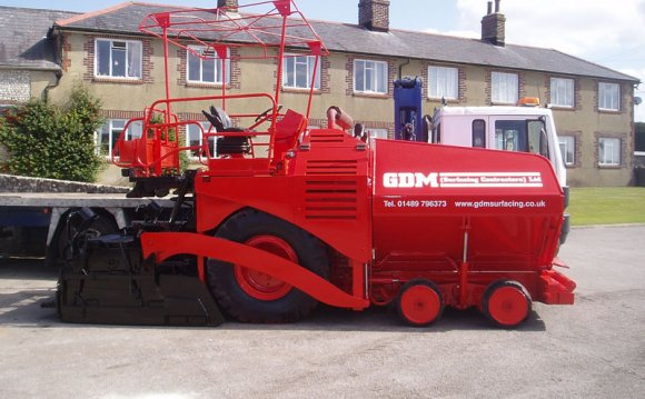 Tarmac laying machine